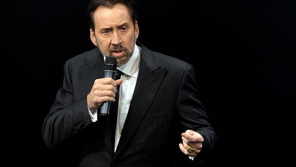 """Nicolas Cage hat als Überraschungsgast das eintägige """"CAGED""""-Film-Festival besucht. Dabei las er aus Edgar Allen Poes Werk """"The Tell-Tale Heart"""" vor."""