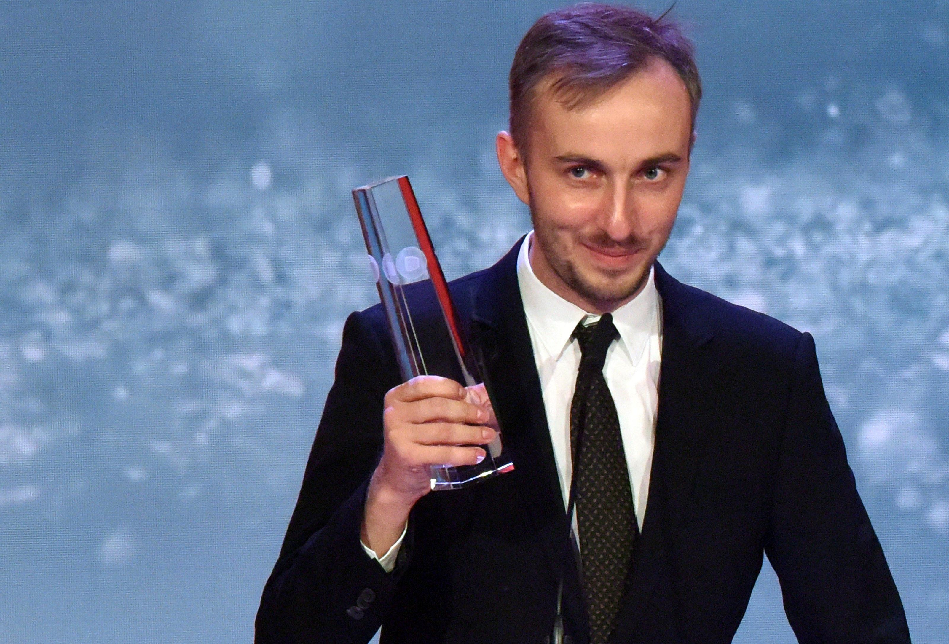 Jan Böhmermann Widmet Den Deutschen Fernsehpreis Seinen Anwälten
