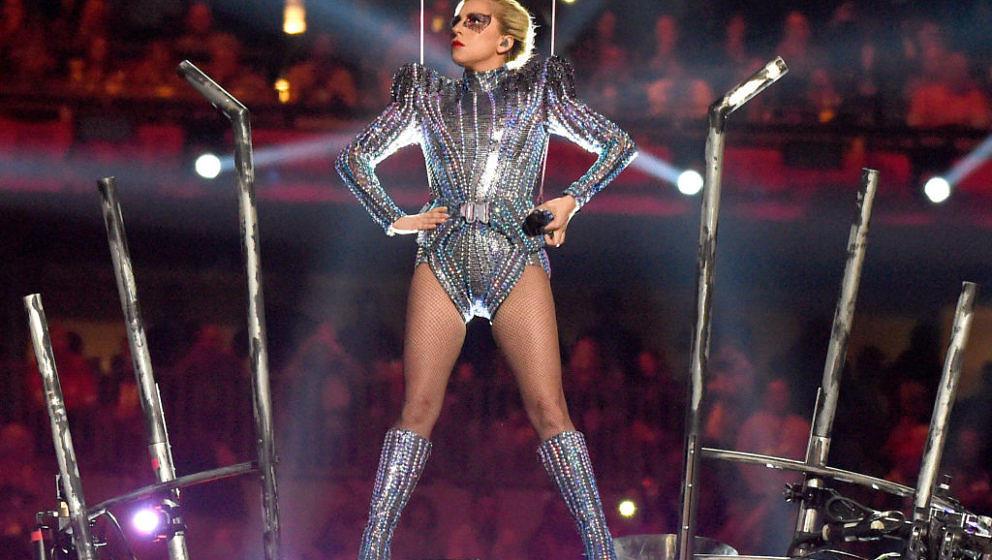 Der Auftritt von Lady Gaga in der Halbzeitshow des Super Bowls war einer Pop-Ikone mehr als würdig. Auf Twitter überschlugen sich die Kommentare.