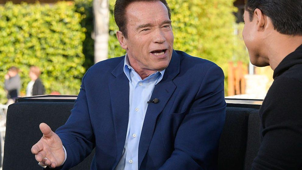 UNIVERSAL CITY, CA - JANUARY 30:  Arnold Schwarzenegger visits 'Extra' at Universal Studios Hollywood on January 30, 2017 in