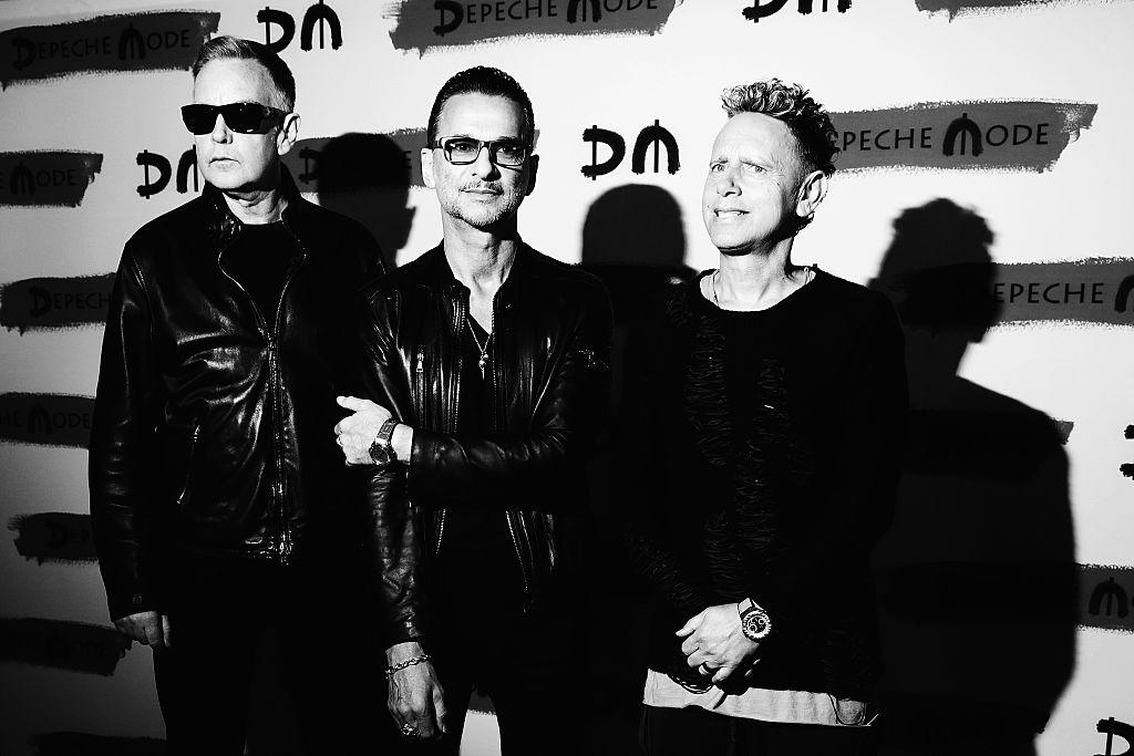 depeche mode berlassen fans die kontrolle ber ihren facebook account. Black Bedroom Furniture Sets. Home Design Ideas