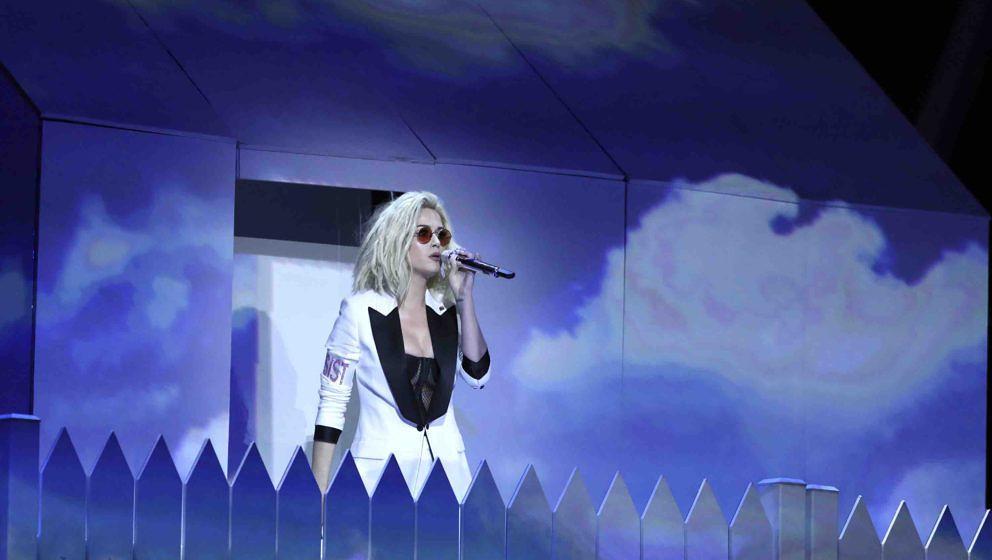 Katy Perry tritt am 12.02.2017 in Los Angeles, USA, während der 59. Verleihung der Grammy Awards im Staples Center mit dem S