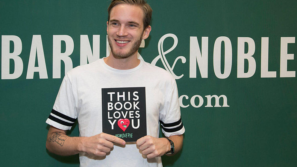LOS ANGELES, CA - OCTOBER 30:  Comedian PewDiePie signs his new book 'This Book Loves You' at Barnes & Noble at The Grove