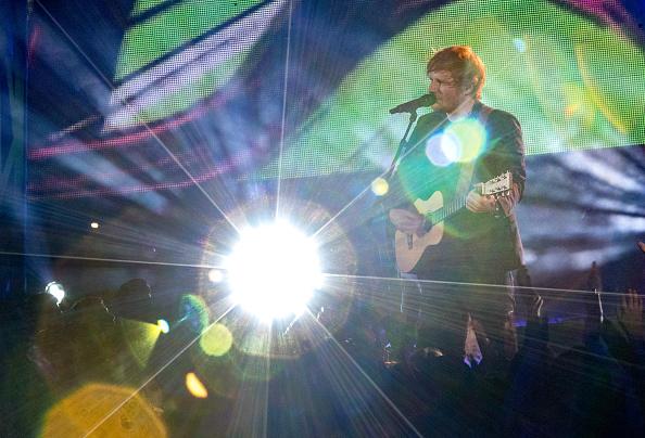 """Der britische Pop-Star Ed Sheeran hat beim Musik-Streaming-Anbieter Spotify einen Rekord gebrochen. Sein Album """"Divide"""" wurde am ersten Tag knapp 57 Millionen Mal angehört."""