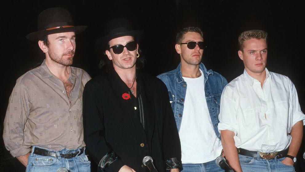 U2 bei einer Pressekonferenz im Jahr 1987