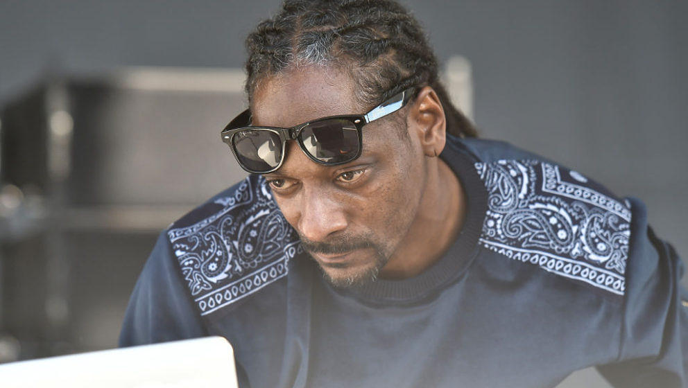 MIAMI BEACH, FL - FEBRUARY 25:  Snoop Dogg peforms at Goya Foods' Grand Tasting Village Featuring Mastercard Grand Tasting Te