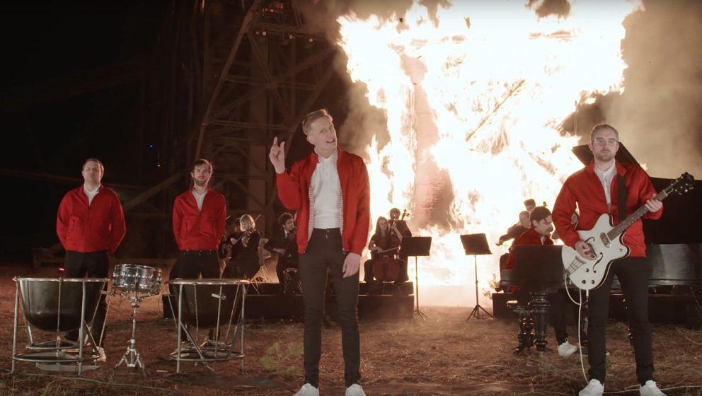 """So zeigen sich Kraftklub im Video zu ihrem neuen Song """"Dein Lied"""" – das """"K"""" steht mutmaßlich für """"Klischee""""."""