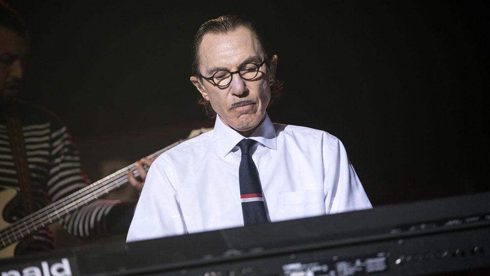 Ron Mael von den Sparks am Keyboard