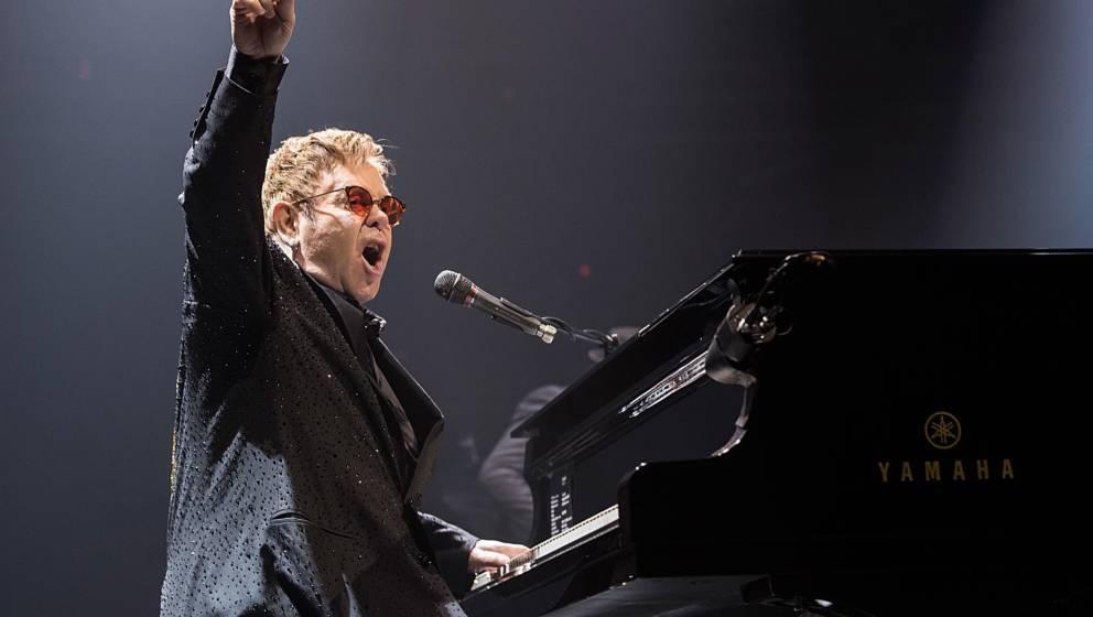 Elton John liebt es zu feiern - auf der Bühne und backstage