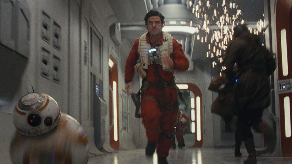"""Szene aus """"Star Wars: The Last Jedi"""": BB-8 und Poe Dameron"""