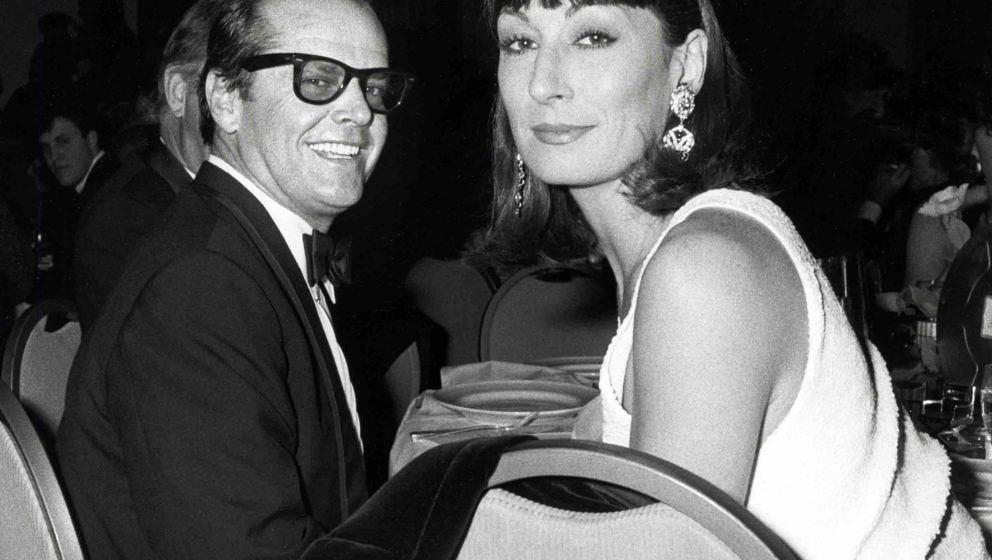 Jack Nicholson amd Anjelica Huston during 38th Annual Directors Guild of America Awards - March 8, 1986 at Beverly Hilton Hot
