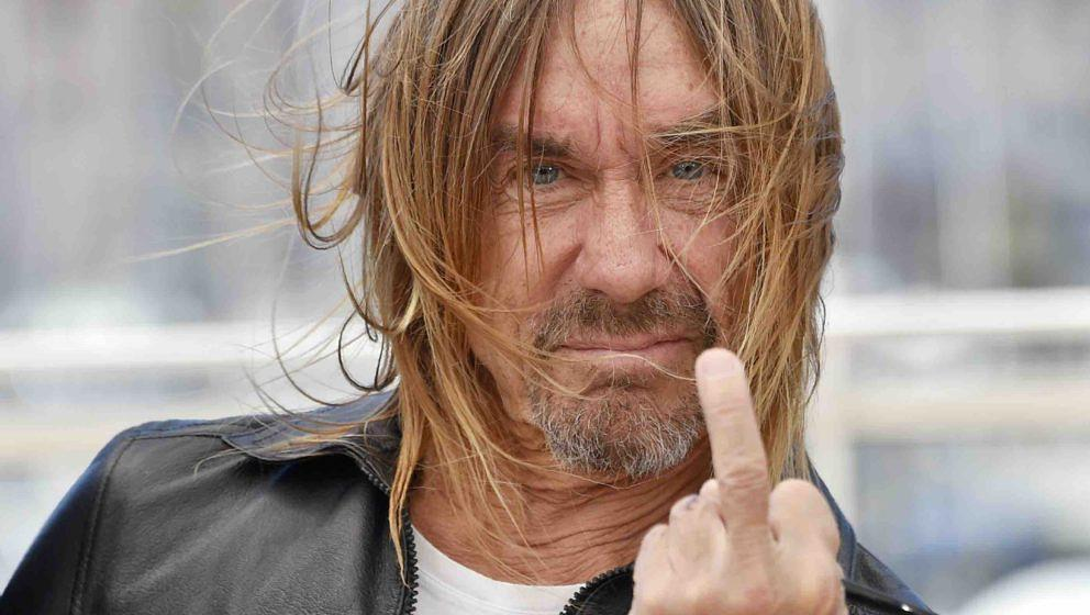 TOPSHOT - US singer Iggy Pop gives the fingers while posing on May 19, 2016 during a photocall for the film 'Gimme Danger' at