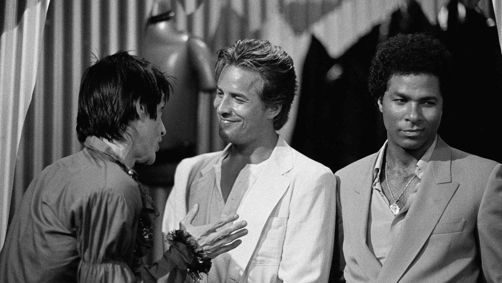 MIAMI VICE -- 'Evan' Episode 21 -- Air Date 05/03/1985 -- Pictured: (l-r) Iggy Pop, William Russ as Evan Freed, Don Johnson a
