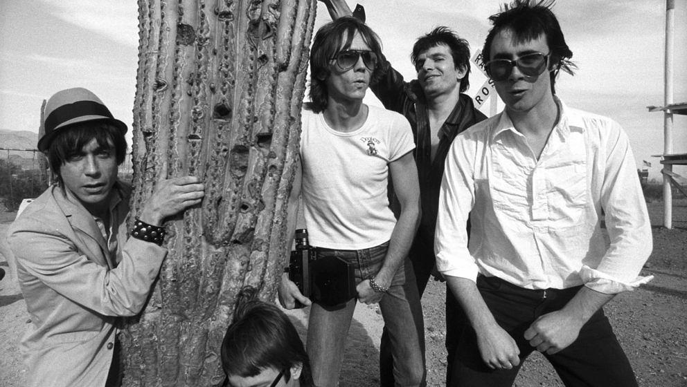 UNITED KINGDOM - JANUARY 01:  Photo of Brian JAMES and Iggy POP; (w/Brian James 2nd right)  (Photo by Erica Echenberg/Redfern
