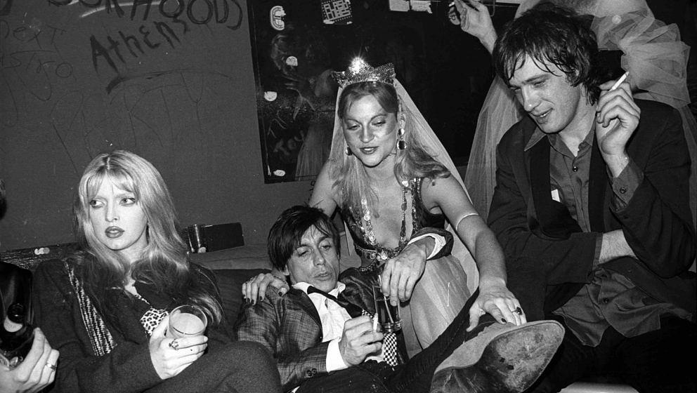 UNITED STATES - OCTOBER 21:  Photo of Kitty Summerall (L) John OTWAY (R) and Iggy POP (2L); with John Otway at Hurrah's  (Pho
