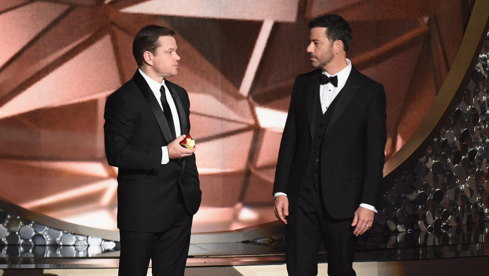 Matt Damon und Jimmy Kimmel bei den 68th Annual Primetime Emmy Awards im Jahr 2016