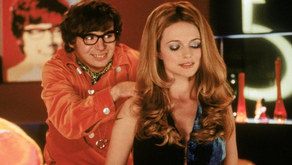 """Mikey Myers und Heather Graham in dem """"Austin Powers""""-Film """"Das Schärfste, was Ihre Majestät zu bieten hat"""""""