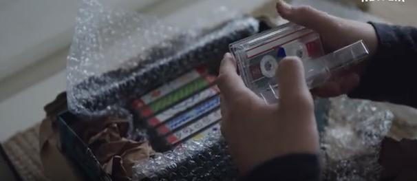 Hannah hat dreizehn Kassetten aufgenommen – jede enthält Gründe, weshalb sie sich selbst umgebracht hat.