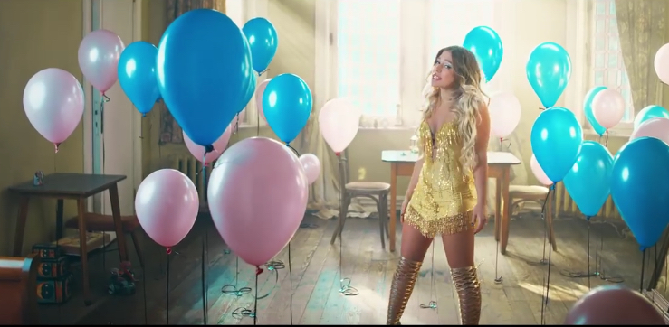 """Merkwürdiger Style, schiefer Gesang und billiger Text: """"BibisBeautyPalace"""" alias Bianca Heinicke macht jetzt auch Musik"""