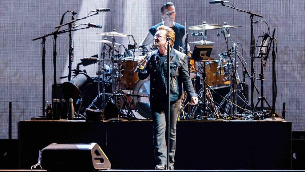 """Bono von U2 bei einem Konzert der """"The Joshua Tree""""-Tour im BC Place"""