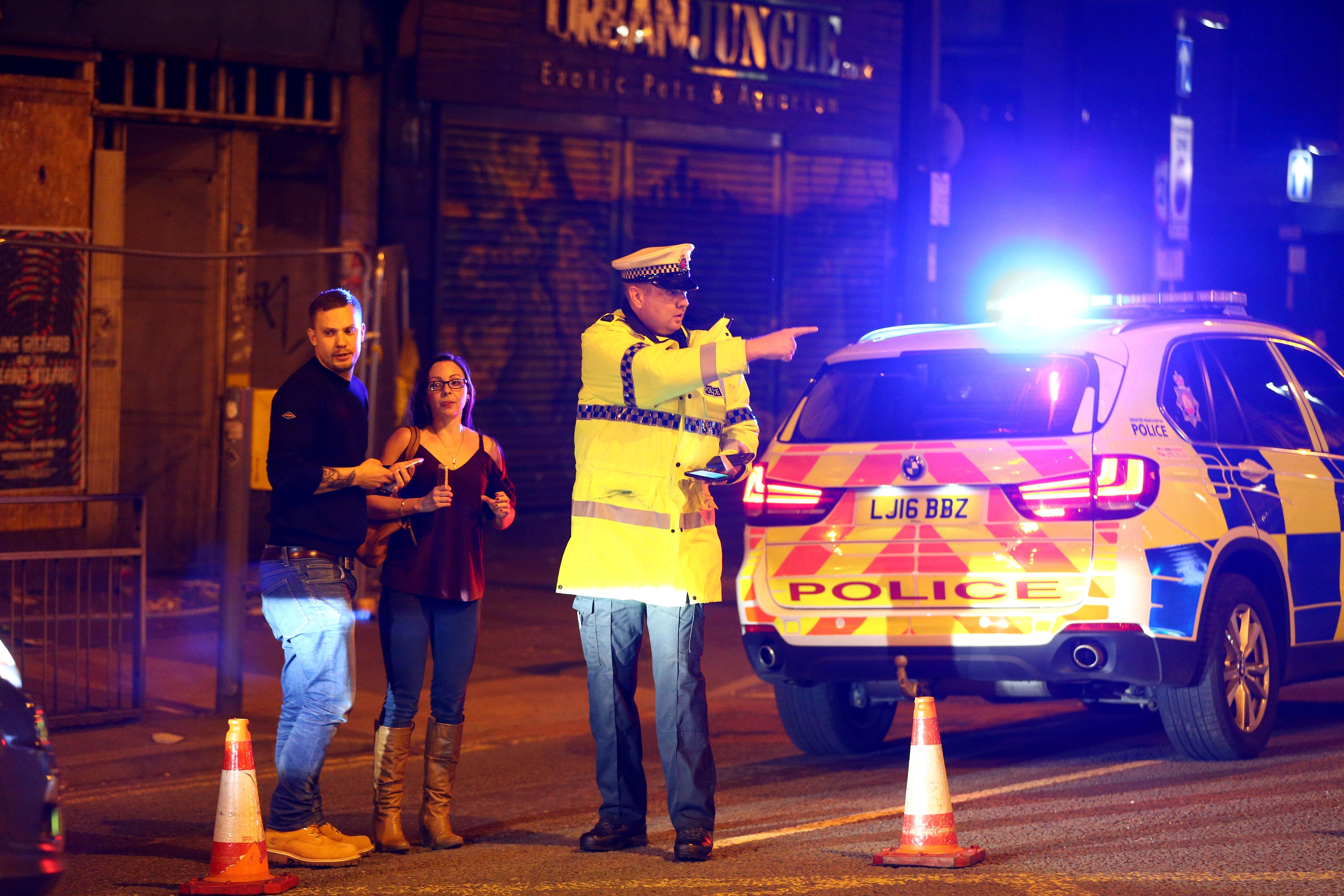 Polizisten am Tatort in Manchester