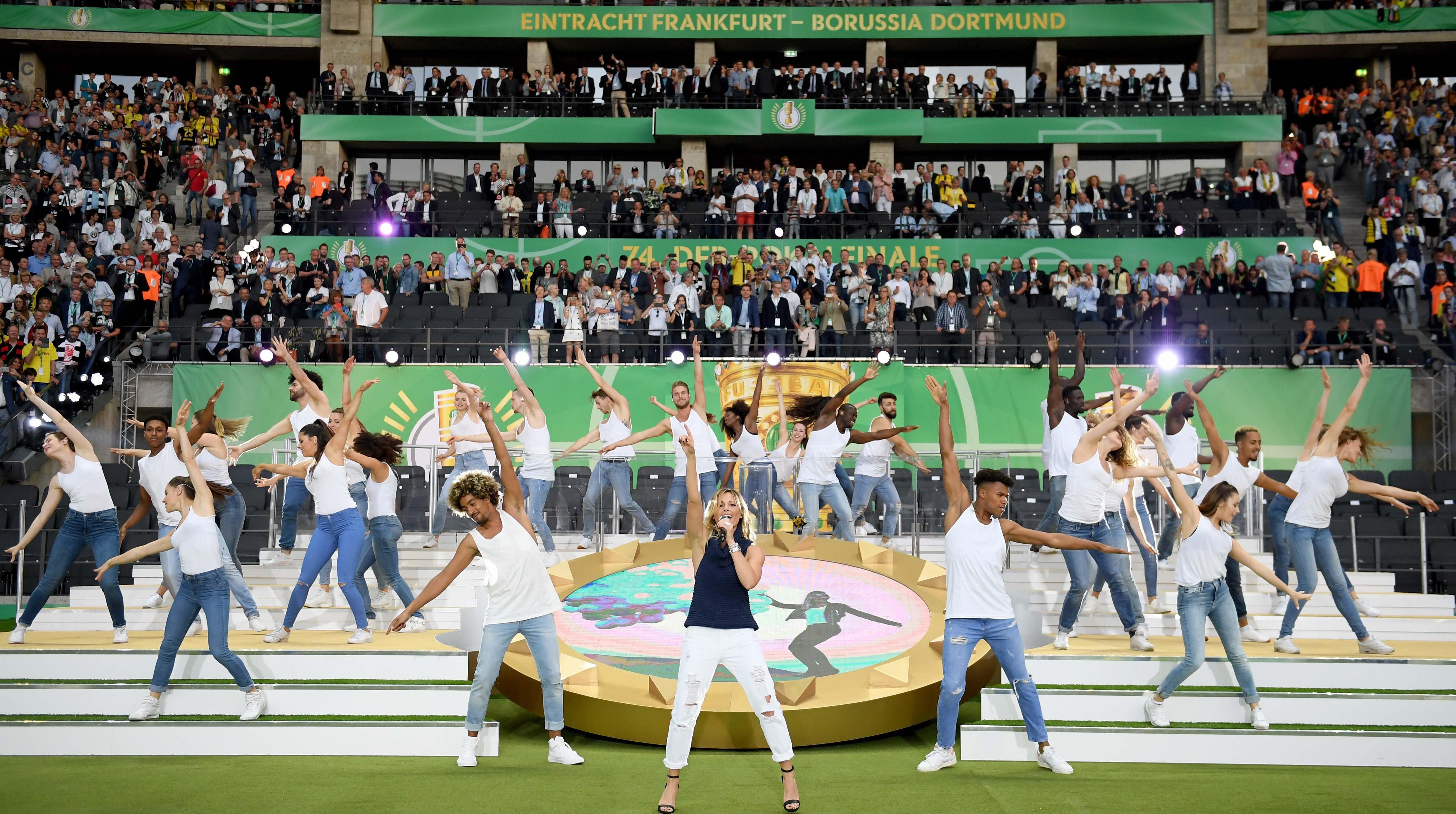 Viel zu sehen gab es von Helene Fischer nicht im Olympiastadion
