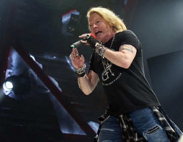 Trotz aller Unwetter-Warnungen soll das Konzert von Guns N' Roses auf dme Messegelände in Hannover stattfinden.