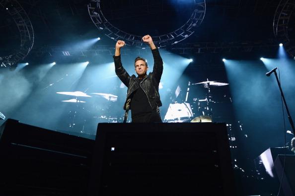 """Brandon Flowers von The Killers hat sein Wort gehalten und die neue Single """"The Man"""" vom neuen Album """"Wonderful Wonderful"""" mit der Welt geteilt."""