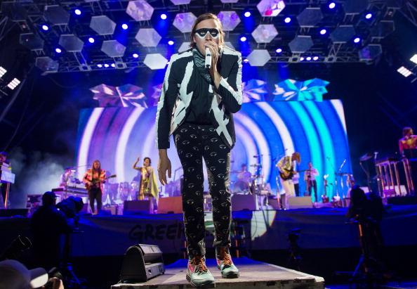"""Mit """"Creature Comfort"""" haben Arcade Fire einen neuen Song vom kommenden Album veröffentlicht. Ein Lied mit einer starken Botschaft."""