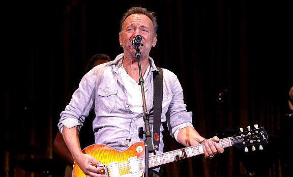 Bruce Springsteen tauscht die großen Bühnen gegen den Broadway.