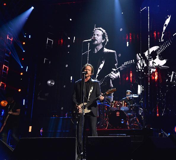Auf seiner aktuellen Tour durch Europa gedenkt Eddie Vedder immer wieder seinem langjährigen Freund Chris Cornell.