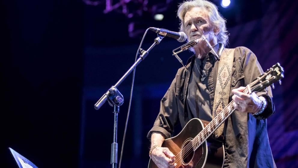 BARCELONA, SPAIN - JUNE 26:  Kris Kristofferson performs in concert during Festival Jardins de Pedralbes on June 26, 2017 in