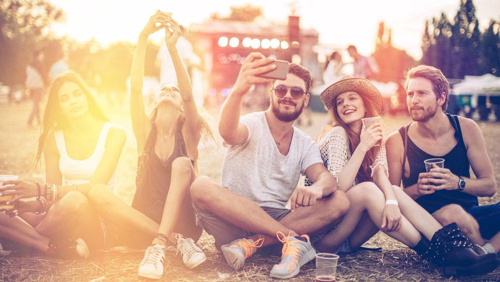 Auf ein Festival fahren und das Smartphone zum Schutz zuhause lassen ist auch keine Option.