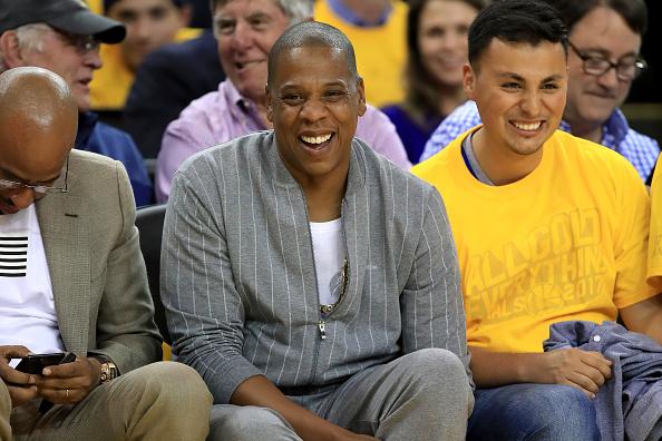 Rapper Jay-Z (m.) wendet sich in seinem neuen Video gegen Rassismus und Diskriminierung.