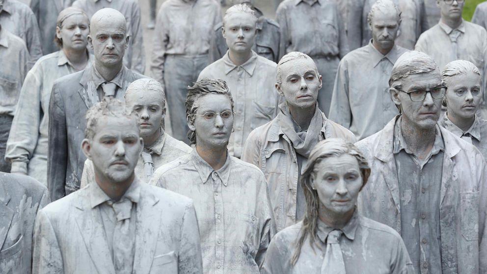 """Zombies in Hamburg: Künstleraktion """"1000 gestalten"""""""