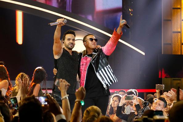 """Haben mit """"Despacito"""" den Sommerhit 2017: Luis Fonsi (l.) und Daddy Yankee (r.)"""