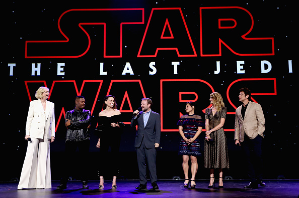 """""""Star Wars: The Last Jedi"""": Gwendoline Christie, John Boyega, Daisy Ridley, Director Rian Johnson, actors Kelly Marie Tran, Laura Dern und Benicio del Toro (v.l.n.r.)"""