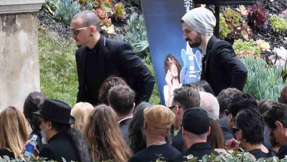 Chester Bennington (L) walks to the podium to sing during the memorial service for Soundgarden frontman Chris Cornell, May 26