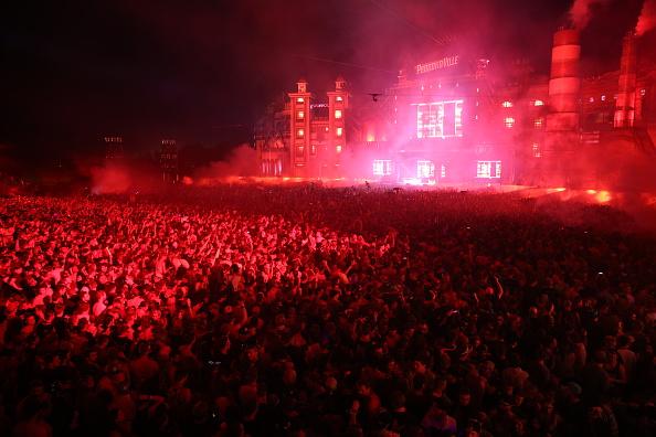 """40.000 Menschen sangen auf dem """"Parookaville""""-Festival 2017 """"In The End"""" von Linkin Park."""