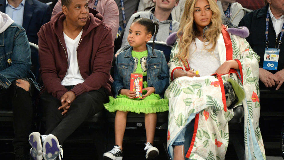 NEW ORLEANS, LA - FEBRUARY 19:  (L-R) Jay Z, Blue Ivy Carter and Beyoncé Knowles attend the 66th NBA All-Star Game at Smooth
