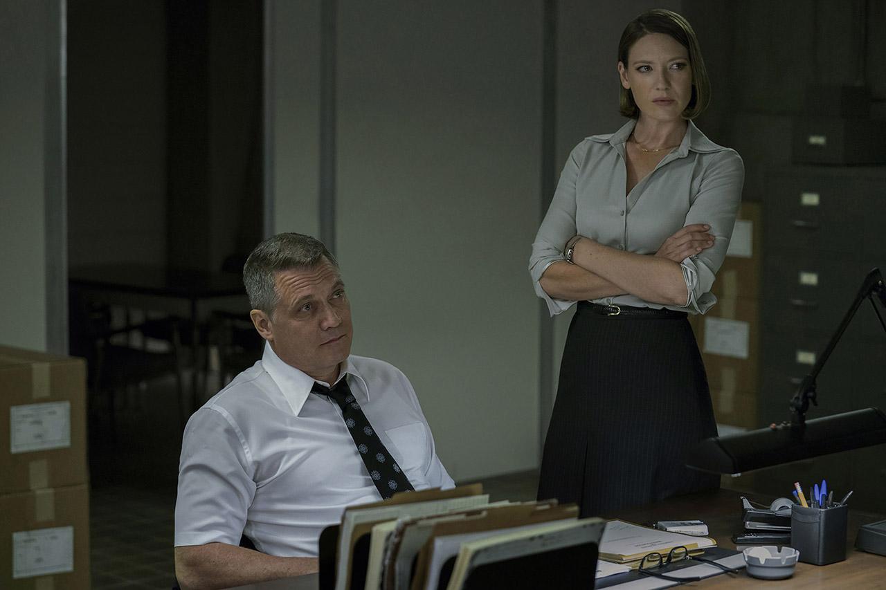 """Anna Torv und Holt McCallany in """"Mindhunter"""""""