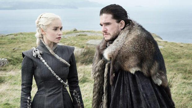 """Daenerys Targaryen und Jon Snow in der fünften Folge der siebten Staffel """"Game Of Thrones""""Daenerys Targaryen und Jon Snow in der fünften Folge der siebten Staffel """"Game Of Thrones"""""""