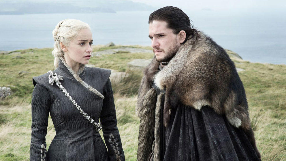 "Daenerys Targaryen und Jon Snow in der fünften Folge der siebten Staffel ""Game Of Thrones""Daenerys Targaryen und Jon Snow in der fünften Folge der siebten Staffel ""Game Of Thrones"""
