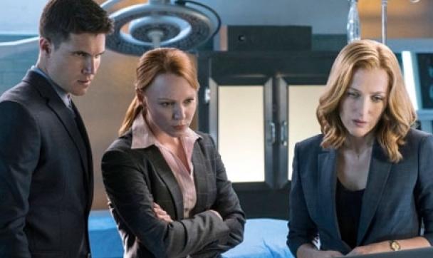 Agent Miller und Agent Einstein mit Agent Scully