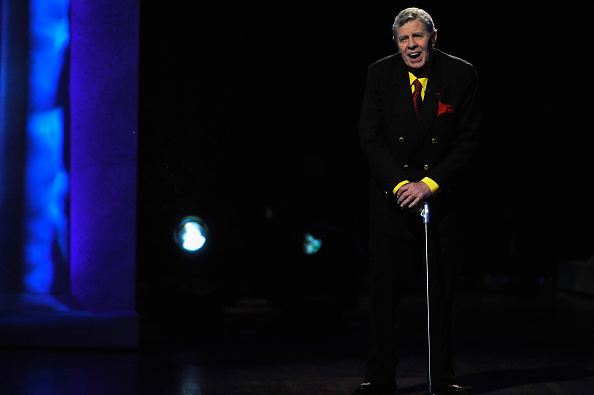 WASHINGTON, DC - JANUARY 07:  Comedian Jerry Lewis speaks onstage at The Lincoln Awards: A Concert For Veterans & The Mil