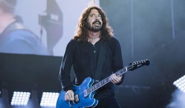 Dave Grohl von den Foo Fighters steht auf Internet-Komik