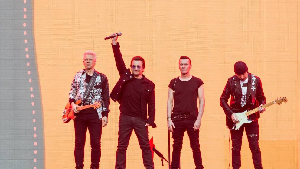 Adam Clayton (L) , Bono, Larry Mullen Jr. und The Edge von U2