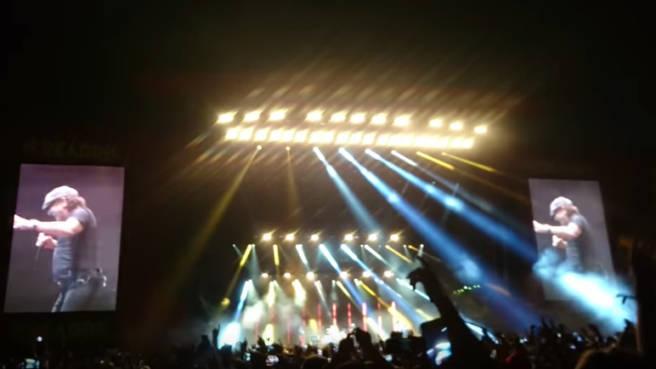 Brian Johnson live mit Muse auf dem Reading Festival 2017