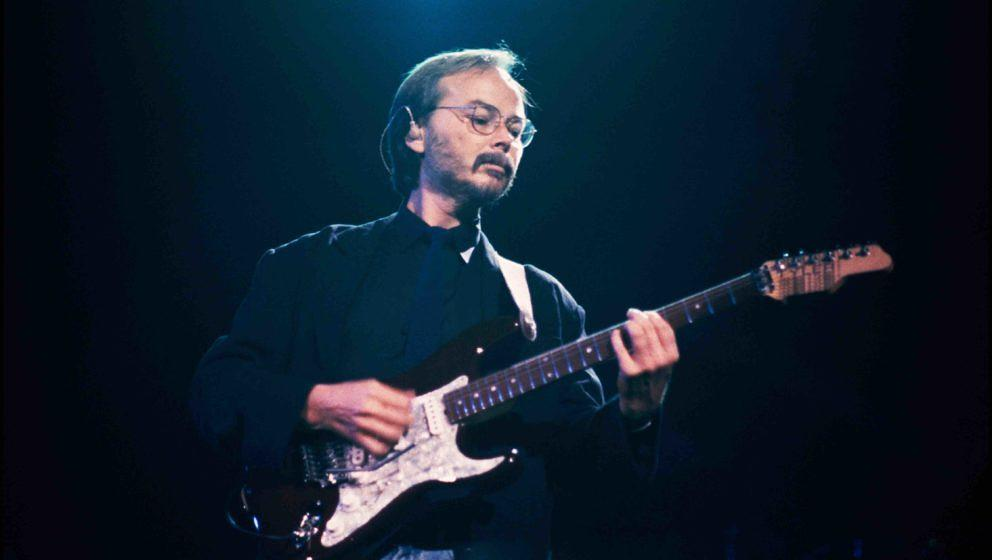 Walter Becker of Steely Dan performing at Madison Square Garden, New York on 18 August 1993. (Photo by David Corio/Redferns)