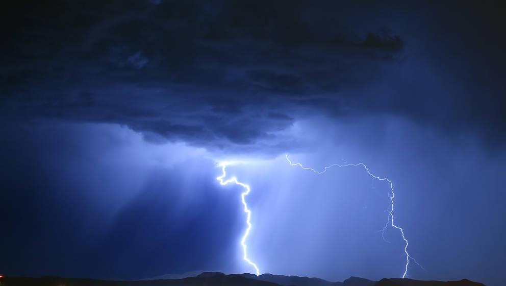 Gewitter mit Blitzen (Symbolbild)
